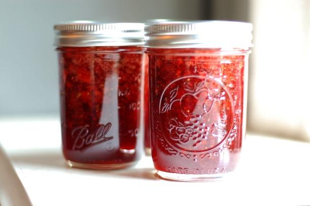 20110601-154240-strawberry-balsamic-thyme-jam-1