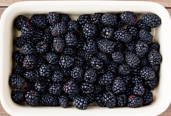 Easy-Blackberry-Crisp-Recipe-3404