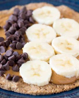 peanut-butter-oatmeal-crust-breakfast-pizzas-1-1