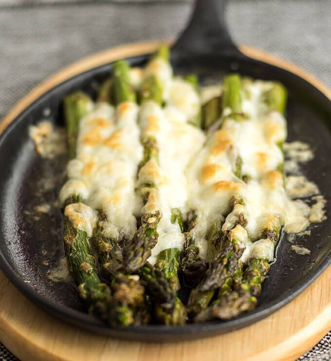 Roasted-Asparagus-with-Mozzarella-2